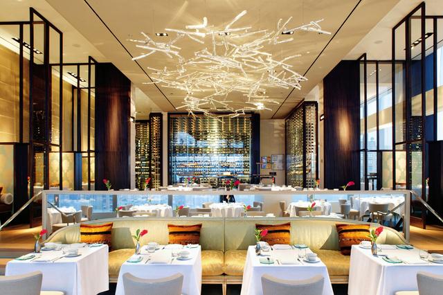 חדר האוכל של מסעדת Asiate. מקום ראשון בעיצוב