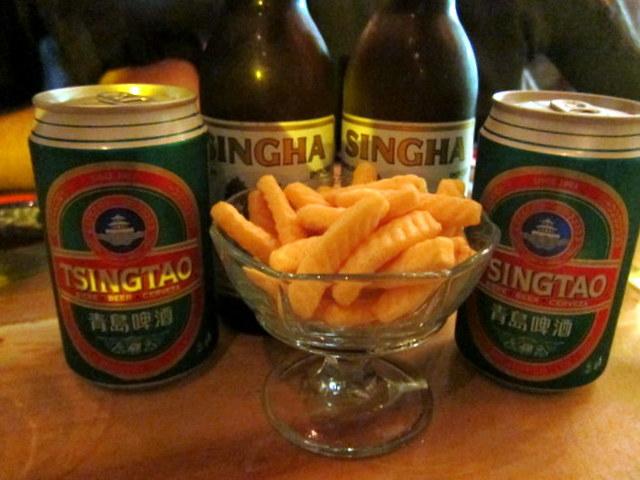 תראו לי עוד מקום בעיר שנותן לכם חטיפי שרימפס עם הבירה. אפריטיבו נוסח אסיה