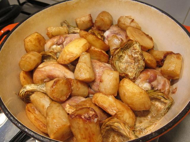 ככה זה ניראה כשמתחילים את הבישול. אל תדאגו ואל תיבהלו מהיעדר הנוזלים. קצת מים זה כל הסוד
