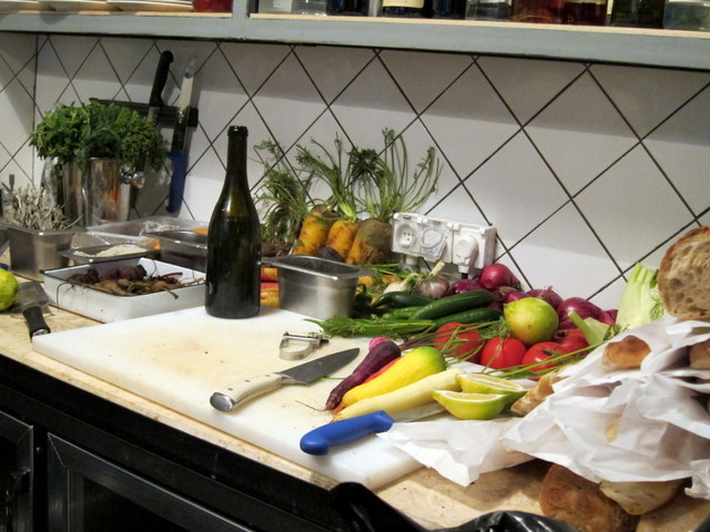 ככה בדיוק נראים מטבחים שגורמים לי לקנא שאנשים שיש להם מסעדה. כמו מגרש משחקים לשפים