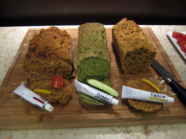 קבלת הפנים - לחם וממרחים בשלושה צבעים