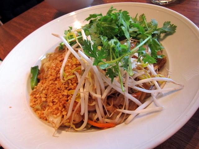 המנה ששום ארוחה תאילנדית אינה שלמה בלעדיה, למרות שלא ברור לי למה. פאד תאי