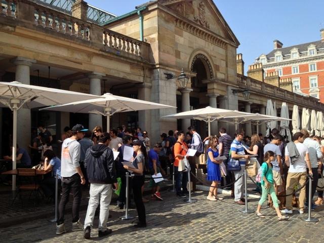 בלונדון אנשים יותר אדיבים, וגם לא דוחפים בתור לקציצה