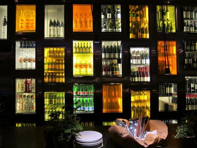 מקרר מהחלומות. קיר היין של טאיזו