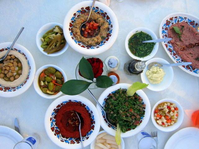 עוד סיבה טובה לעלות לירושלים. פותחים שולחן בטורקיז