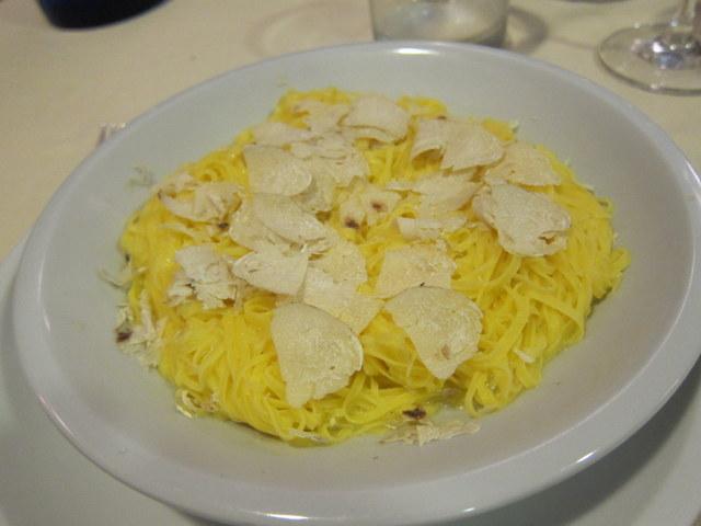קמח, ביצים, חמאה, כמהין. קונצ'רטו לארבעה מרכיבים. ולא, אין לי כוונה להתפעל מזה שכמהין זה יקר. ככה זה
