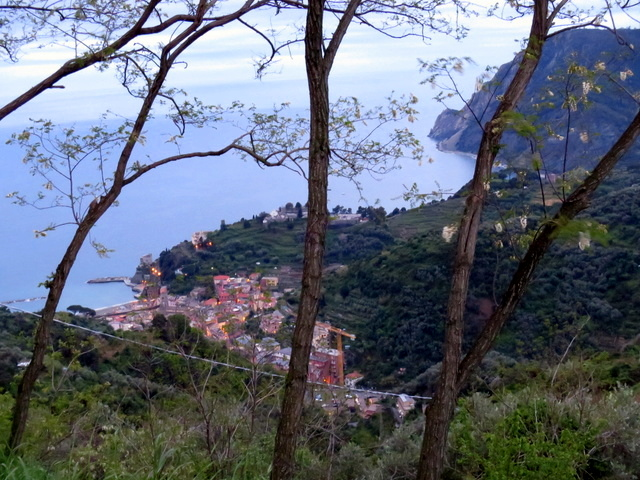 ועוד קצת נוף לסיום - הנוף שתראו כשתעלו לאכול ב-Il Ciliegio, מעל מונטרוסו ומול הים הכחול
