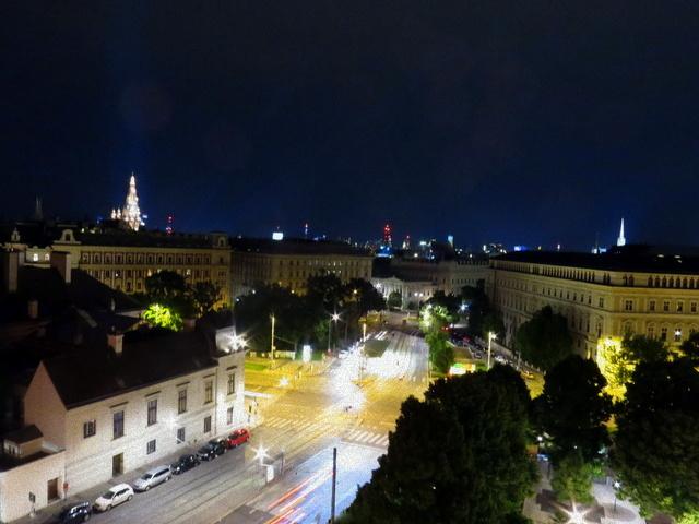 וינה של מעלה, וינה של לילה. הנוף מהמרפסת של Dachboden