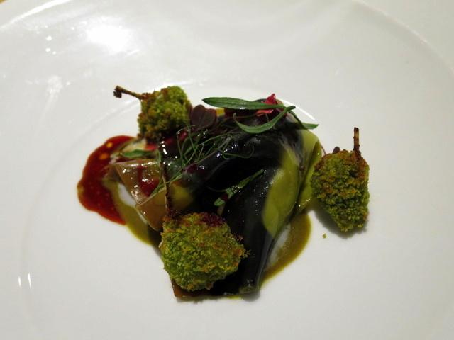 שלוש צפרדעים בבריכת פסטה ירוקה. יותר מתוק מרוב הסוכריות שאכלתי