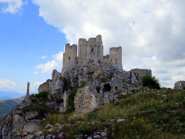 ויש גם נופים כאלה באברוצו - במבצר הזה, אגב, באמת צילמו סרט. אפילו כמה. Rocca Calascio