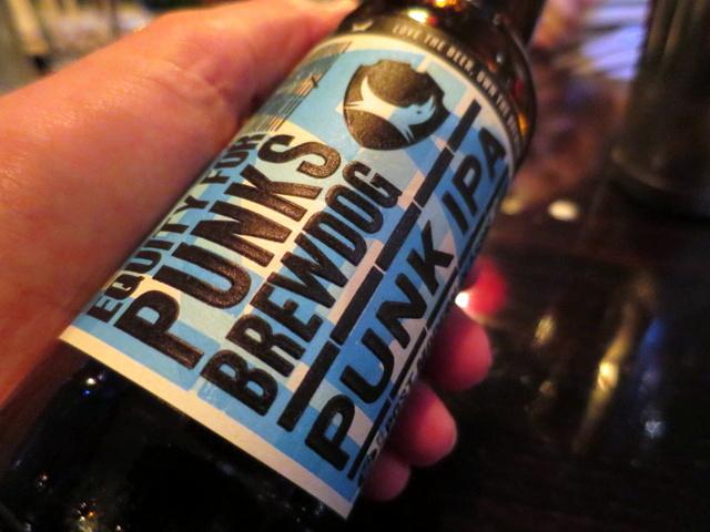 אחד הדברים היותר טובים שמגיעים לאחרונה לארץ בבקבוק. IPA של Brew Dog ששמחתי מאוד לגלות בתפריט